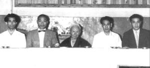 Da sinistra Shigeru Egami (1912 – 1981), Genshin Hironishi. (1913 – 1999). Funakoshi Gichin (1868 – 1957)